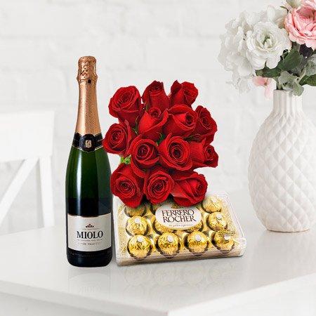 Buquê de rosas vermelhas com espumante e chocolate